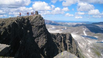 På toppen mot majestetiske Blåhøa i Trollheimen. Foto. Oddveig Torve