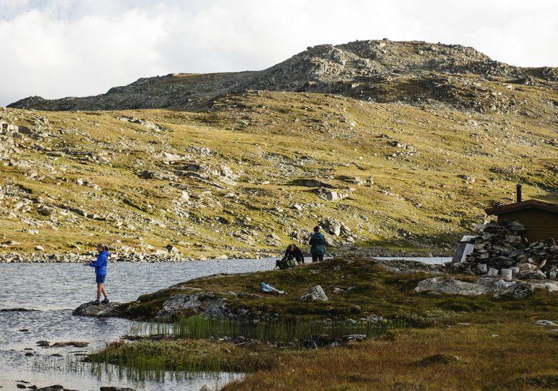 Oppdal har mange fjellvatn du kan prøve fiskelykken i, husk fiskekort! Foto: Martin I. Dalen